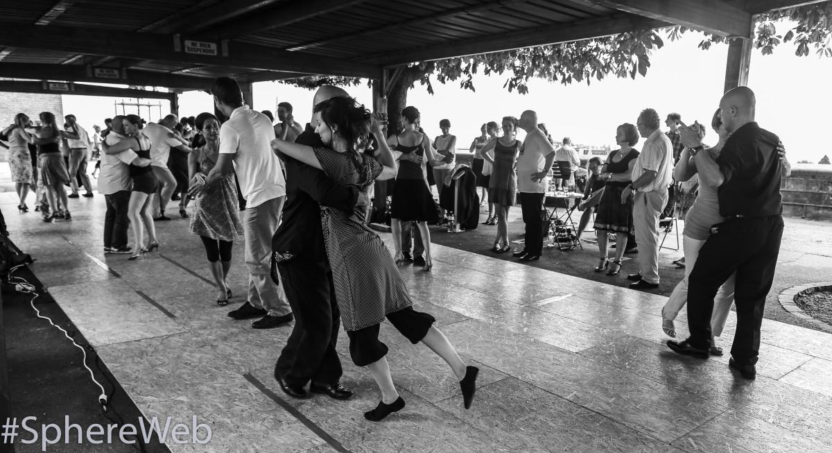 Sphère Web-danseurs de tango à Lausanne - Suisse